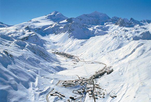 Pohled z výšky na Tignes - jedno z nejlepších míst pro zimní dovolenou na lyžích!